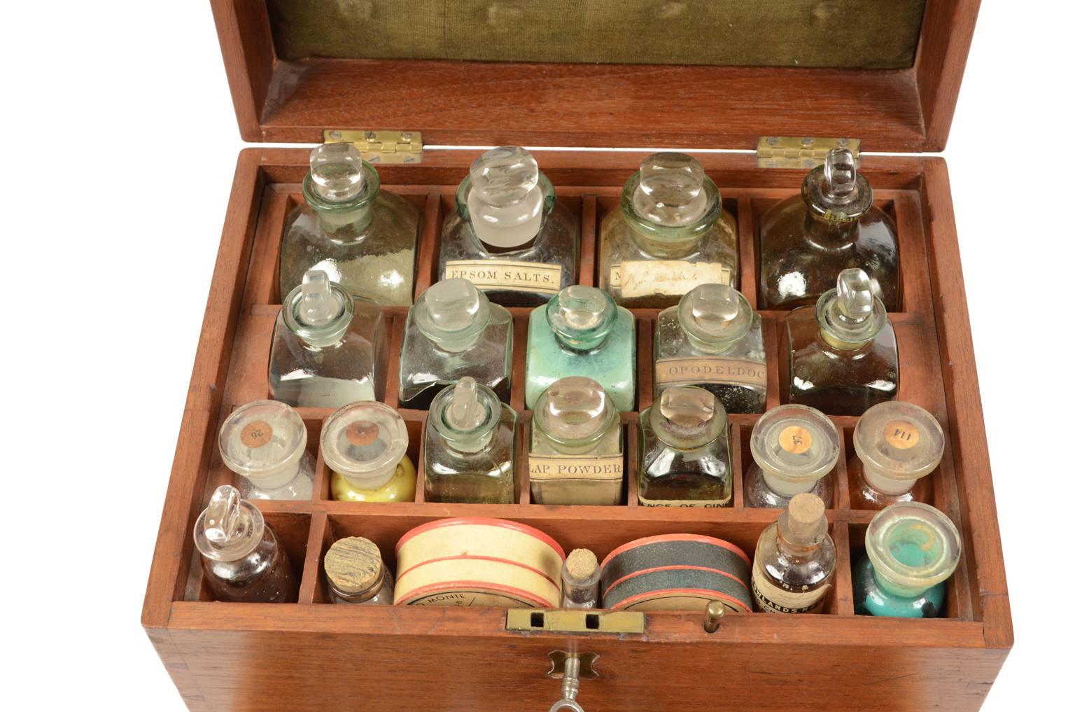 Strumenti medici d'epoca/2686-Farmacia bordo inglese