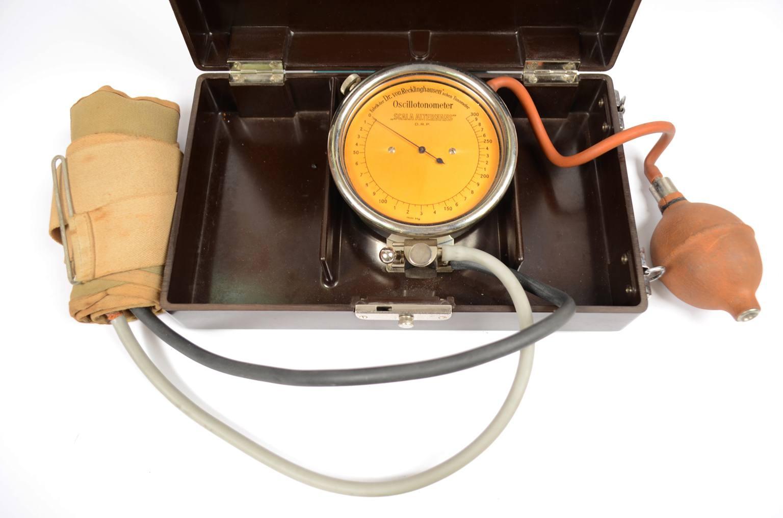 Strumenti medici d'epoca/537A-Sfigmomanometro