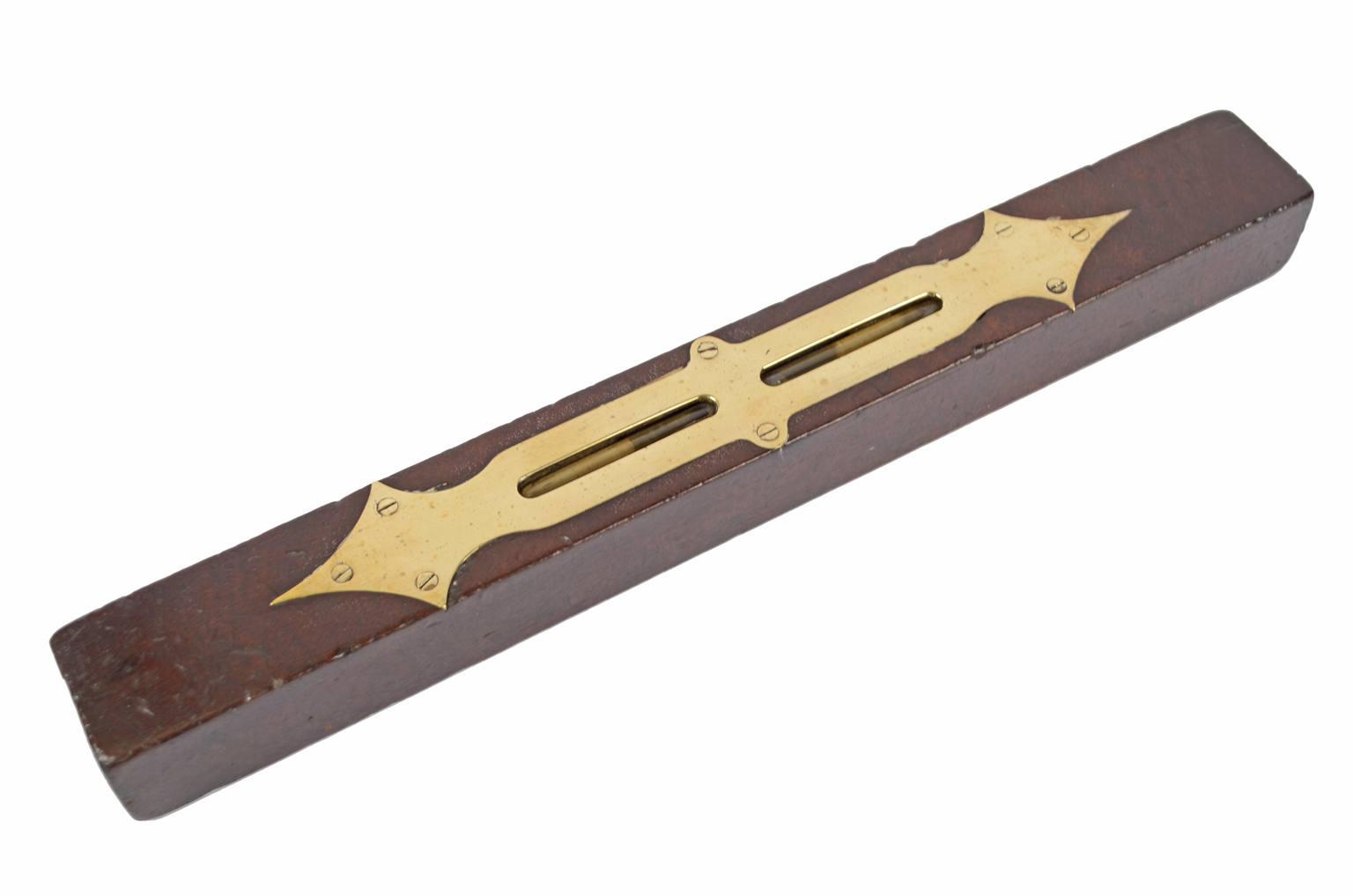 Strumenti di misura antichi/6344-Livella antica