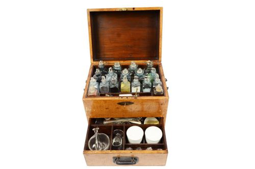 Old medical instruments/2614-Apothecary kit XIX c/More info