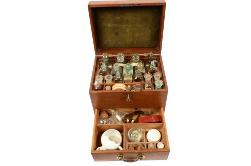 Old medical instruments/2686-English apothecary kit /More info