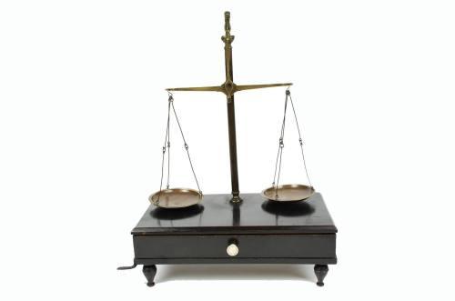 Strumenti di misura antichi/3479-Bilancia cacciatore/Più info
