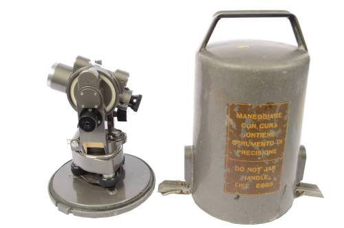 Antique measuring instruments/60786-Small theodolite/More info